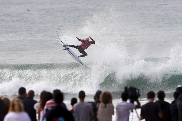 Kelly Slater: he loves doing airs in Supertubos | Photo: Poullenot/WSL