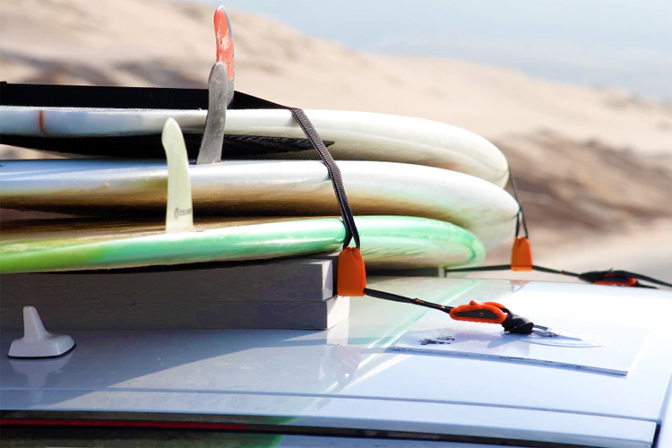 Magnetic Surfboard Rack: an easy-to-set-up solution for your car roof
