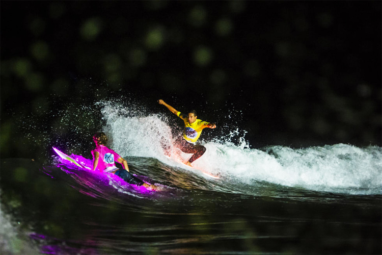 Jorgann Couzinet: a night surfing master | Photo: Justes/WSL