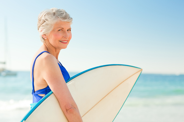 Surfing: the number of surfers in their 70s and 80s is growing | Photo: Shutterstock