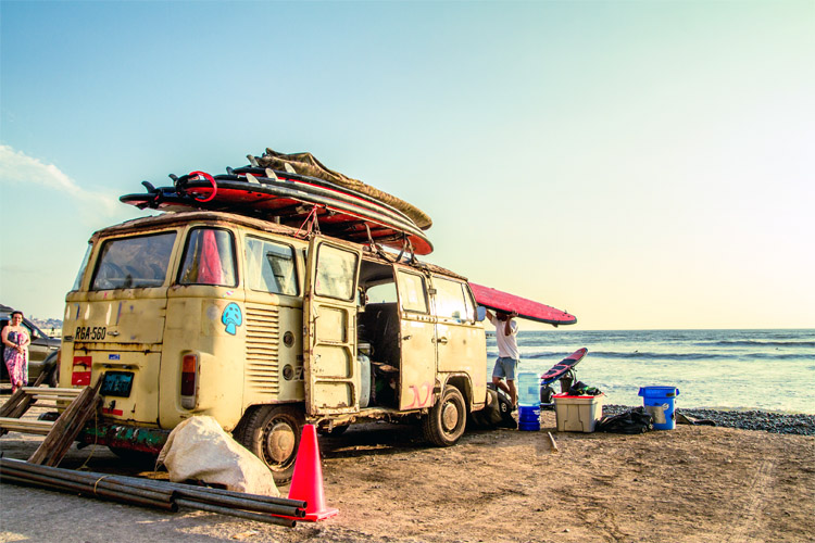 Surf trips: what should we pack for the ultimate surfing adventure of our lives? | Photo: Shutterstock
